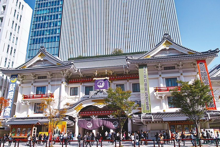 位於銀座的歌舞伎座,1889年開業,因戰火等原因數次重建,1951年完成第四期重建後又於2013年4月改建成最新的歌舞伎座。(pixta)