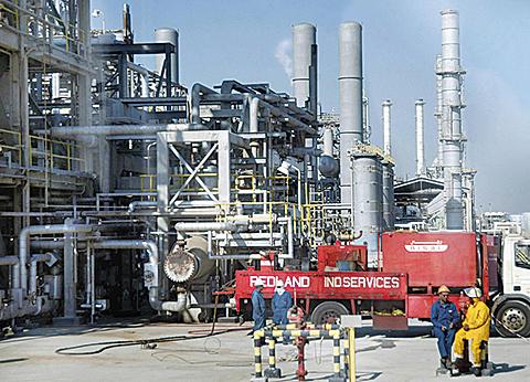 美國上一周的原油存量上升到35年以來高點,抵銷了石油輸出國家(OPEC)努力消除全球石油產量過剩的影響,油價下跌。(Getty Images)