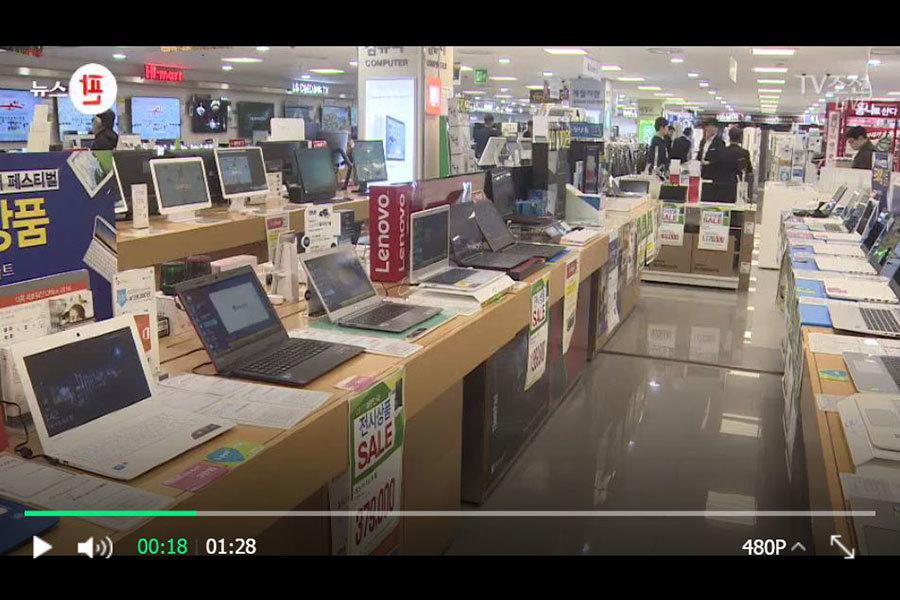 中共黨媒和民眾的報復行為引起了不少南韓人的反感,在南韓一度頗有人氣的中國產家電銷售場所也頓時變得門可羅雀。圖為3月4日首爾某中國產家電銷售場所一片冷清的場面。(TV朝鮮擷圖)