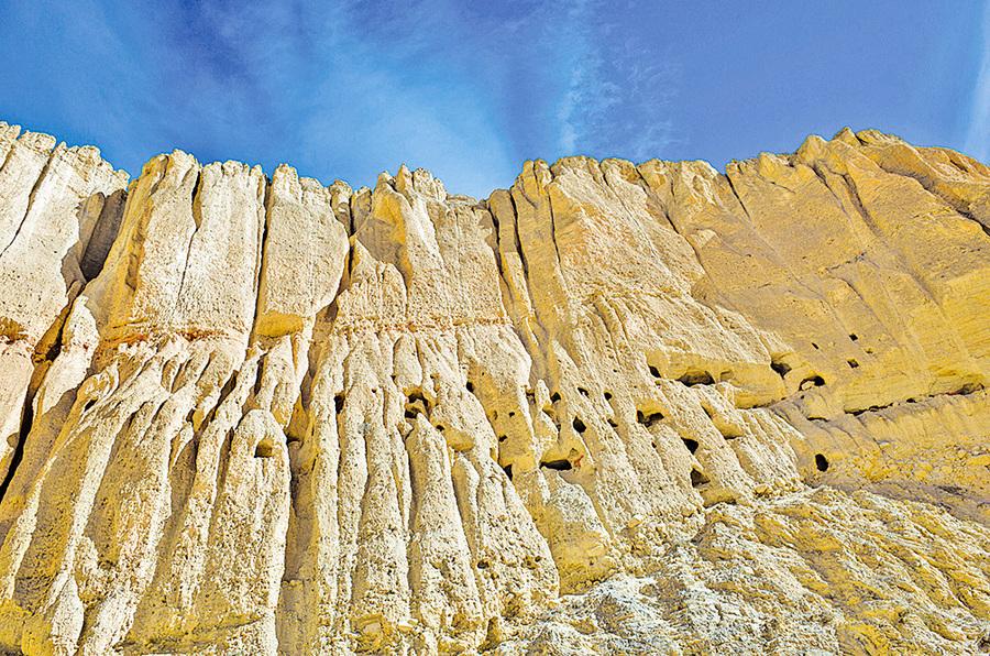 尼泊爾 峭壁萬處洞穴來源成謎