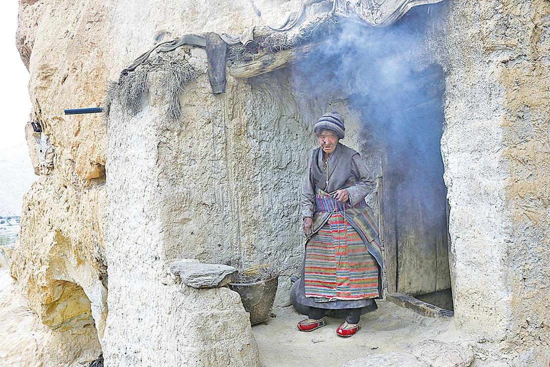 目前只有極少數洞穴有當地老人居住。