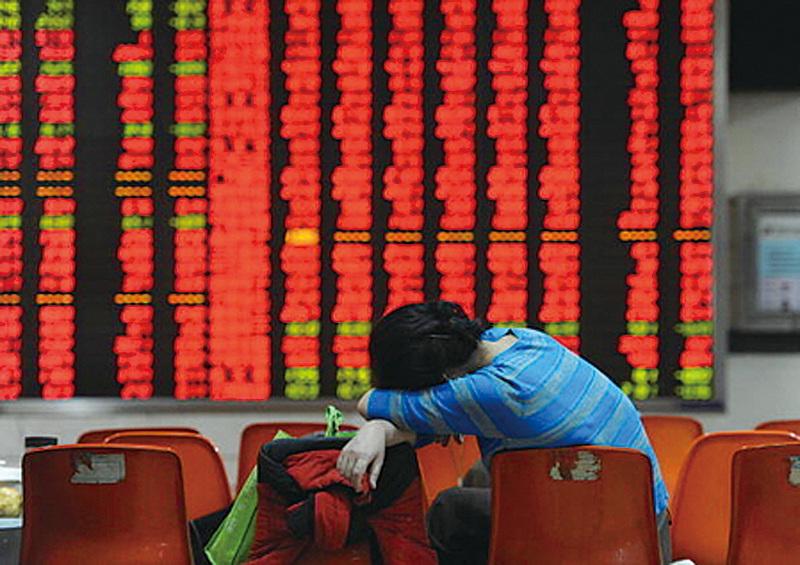 周一,中國股市全線重挫。在證監會換帥、中共兩會即將出台系列穩增長措施之際,股市的暴跌顯示中國經濟病情嚴重。(Getty Images)