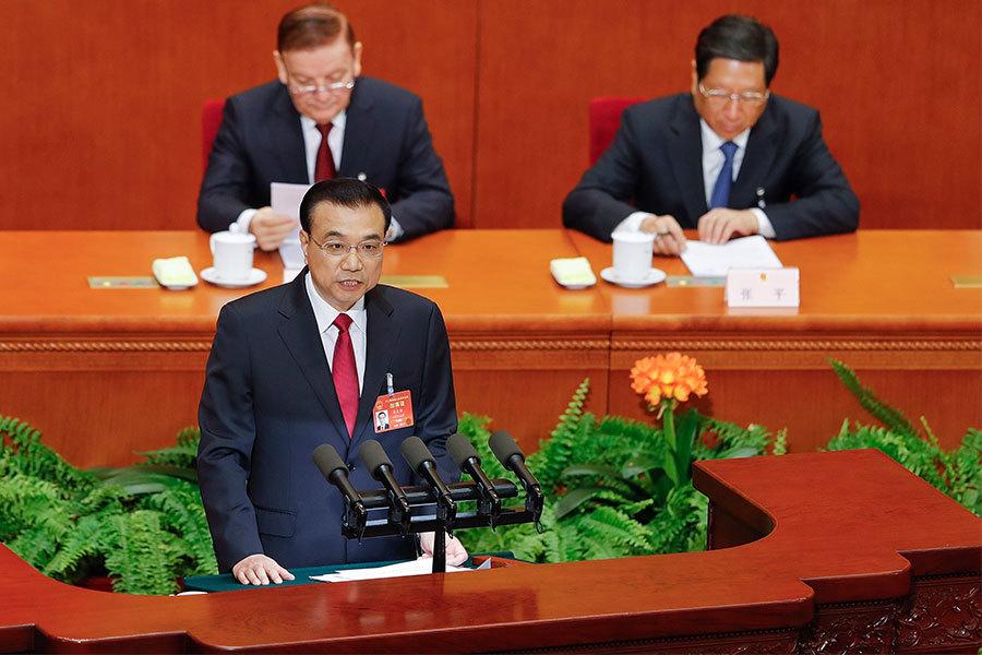 3月5日,李克強在中共人大工作報告中六次提到「習核心」,一開頭李克強就提及「習核心」,並用了一段跟俞正聲一樣的表述來強調確立「習核心」的重大意義。在談到2017年工作中,李克強再次提到要維護「習核心」的中央權威,與中央在各方面保持一致等。(Lintao Zhang/Getty Images)