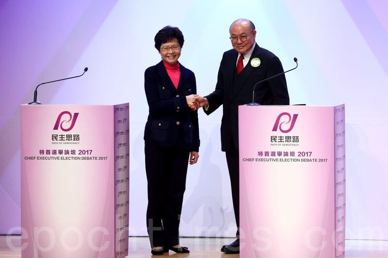 昨晚,林鄭月娥及胡國興首度同場辯論交鋒,握手先禮後兵。(李逸/大紀元)