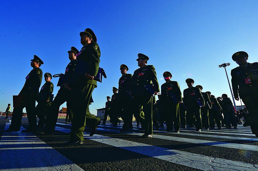 中共軍費預算首超一兆