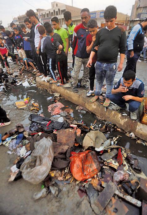 自殺炸彈客在薩德市(Sadr City)人口密集的手機市場,引爆身上的炸彈。(Getty Images)