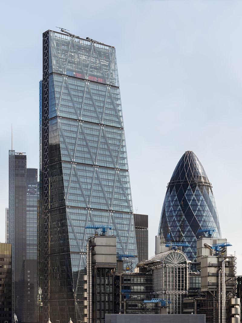 倫敦市中心最高的大廈之一Leadenhall大廈因為一面設計成了坡形,酷似刨芝士用的工具,獲得「芝士刨絲器」的暱稱。(Colin/維基百科)