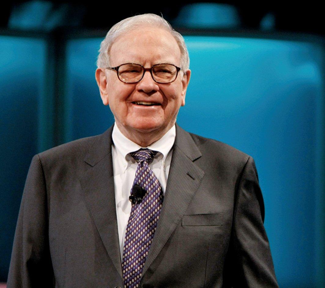 價值投資大師巴菲特,在蘋果公司和航空股股價落難時大幅加碼,成了近年股市的大贏家。(Getty Images)