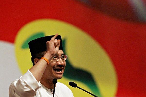馬來西亞內政部長拿督斯里希山慕丁在為慶祝退休警官和警員榮膺受勛銜宴會的發言稿中,批評有人企圖歪曲事實,將馬共塑造成為國家爭取獨立的一份子。(STF/AFP/Getty Images)