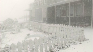 強烈冷氣團報到 台灣玉山降雪已1.7公分