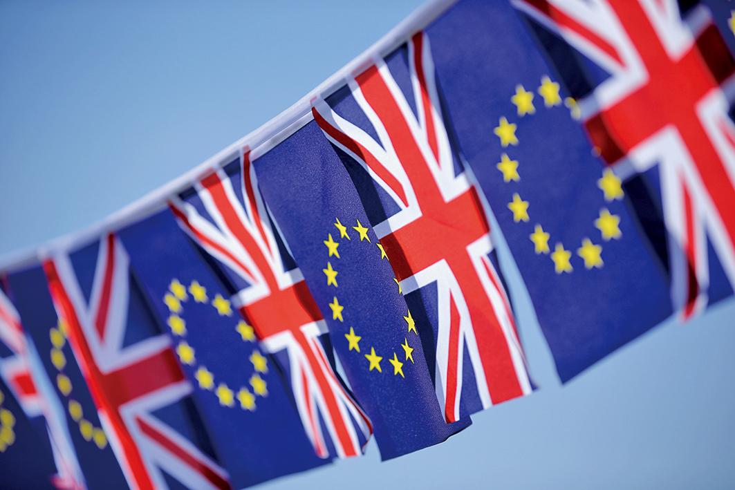 脫歐公投通過後,分析數據發現,英國的物價水平年增率超過3%,薪資水平卻下跌0.6%。(Getty Iamges)
