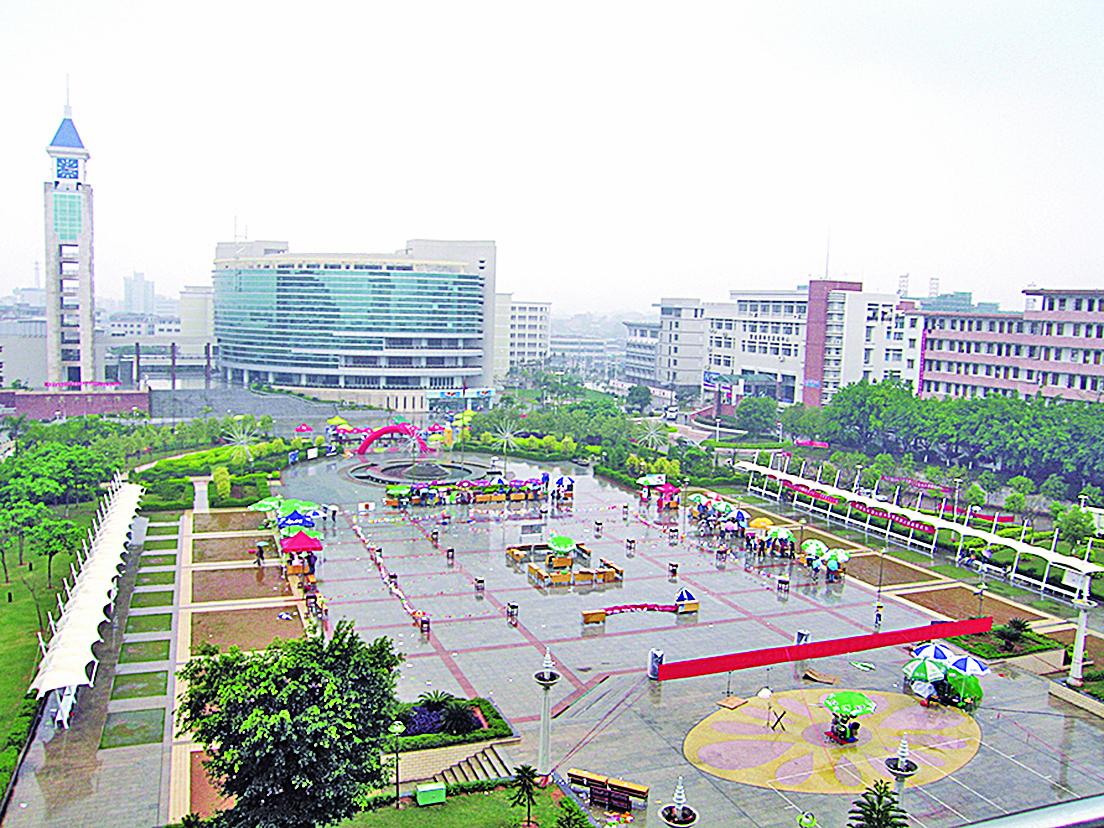 廣東梅州市中心梅江區。(維基百科公共領域)