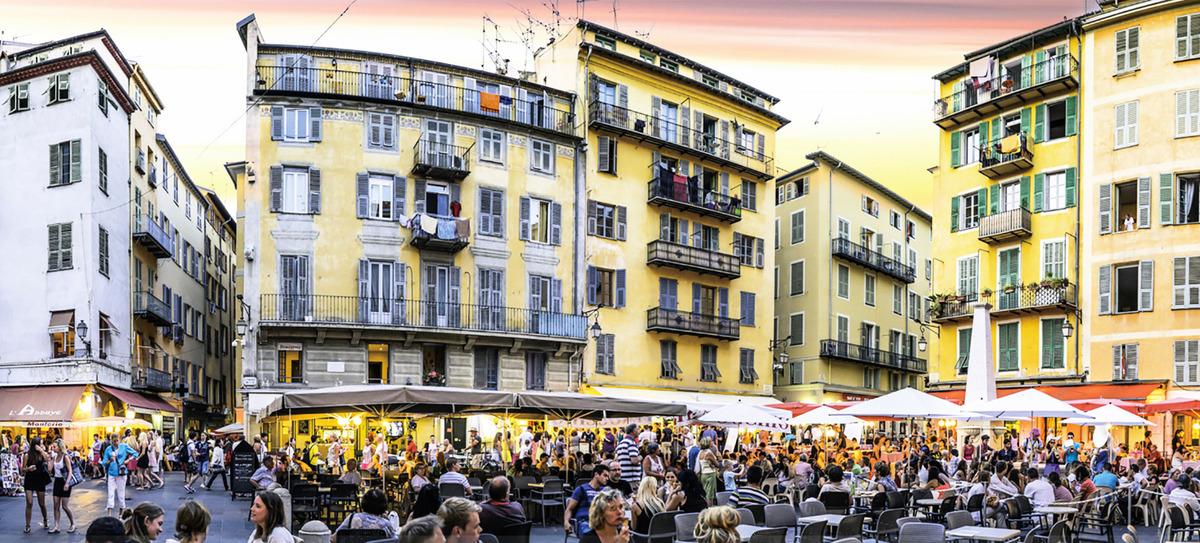 羅塞蒂廣場是就餐購物的好去處。(Flikr)