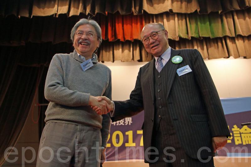 特首候選人曾俊華及胡國興昨日出席由資訊科技界選委舉行的選舉論壇。(蔡雯文/大紀元)