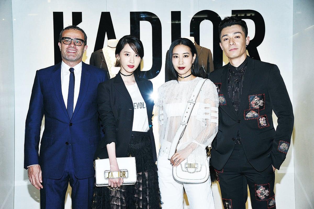 韓國明星允兒(左二)及城中明星吳雨霏(右二)、周柏豪(右一)出席2017 Dior春夏女裝系列預演酒會。(公關提供)