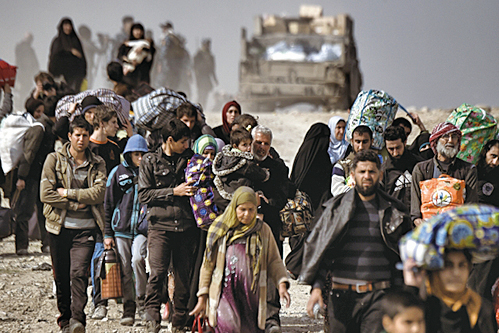 伊拉克從伊斯蘭國手中奪回摩蘇爾,流離失所民眾聞訊後,紛紛返家。(AFP)
