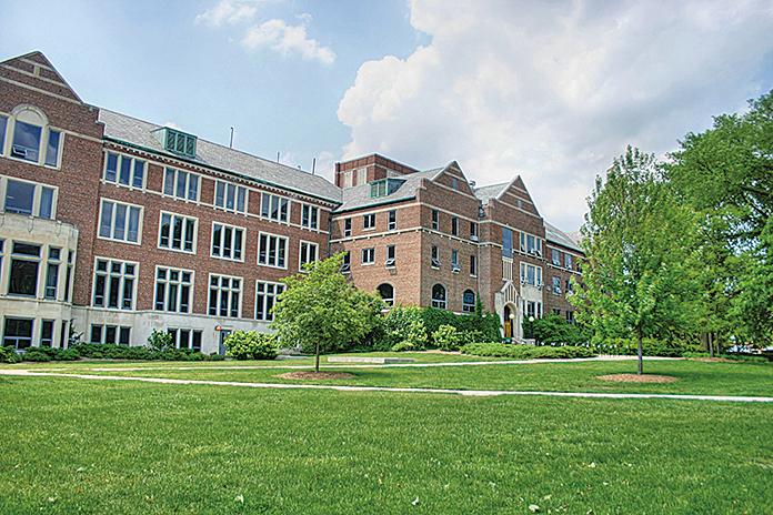 密歇根州立大學學生人數位居全美第八位,擁有大約54萬生活在世界各地的校友。(維基百科公共領域)