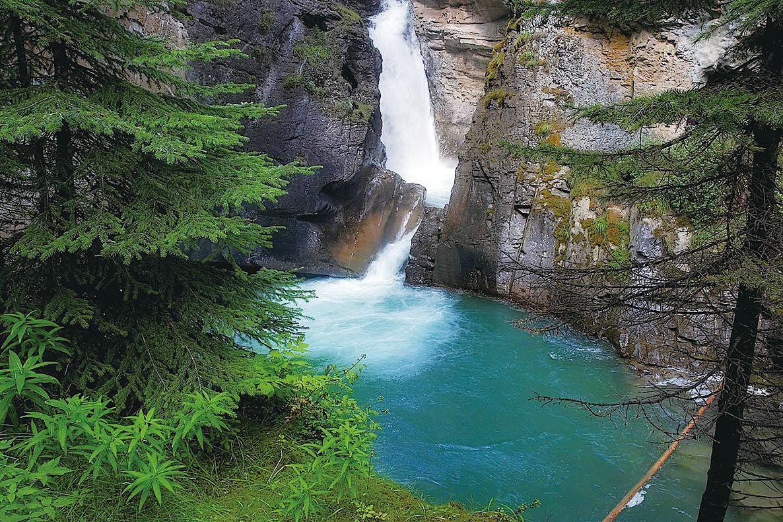 距離高瀑3.2公里的墨池(Inkpots),在這裏遊客可體驗山谷另一神奇景觀。(網絡圖片)