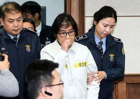 朴槿惠遭罷免 閨蜜干政收賄下台主因