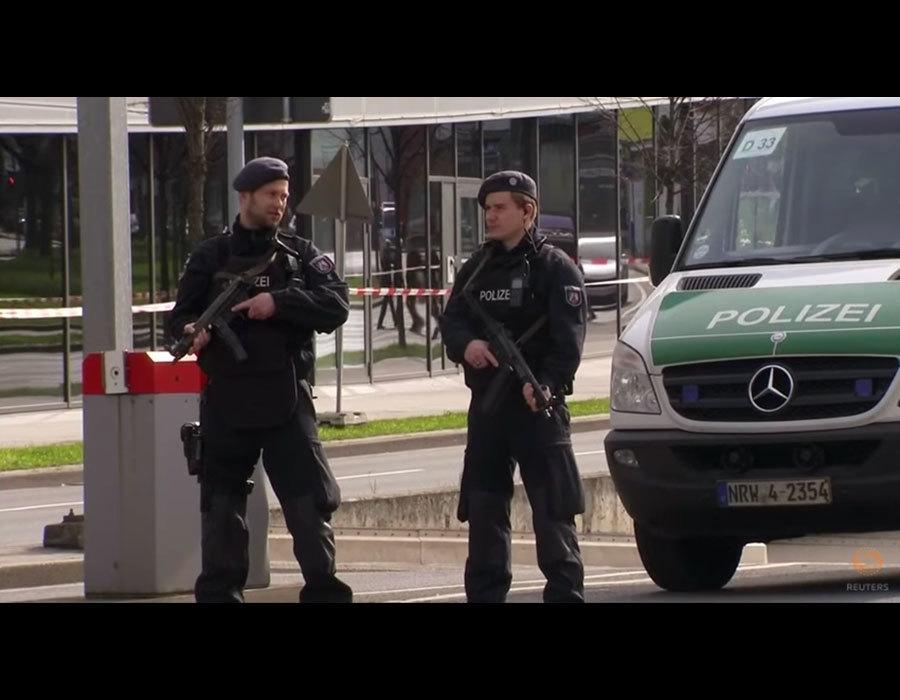周六(3月11日),德國西部城市埃森(Essen)一家購物中心因接到襲擊威脅警報而緊急關閉。(視像擷圖)