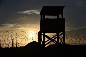 美司法部長:那摩灣監獄是關恐怖份子好地方