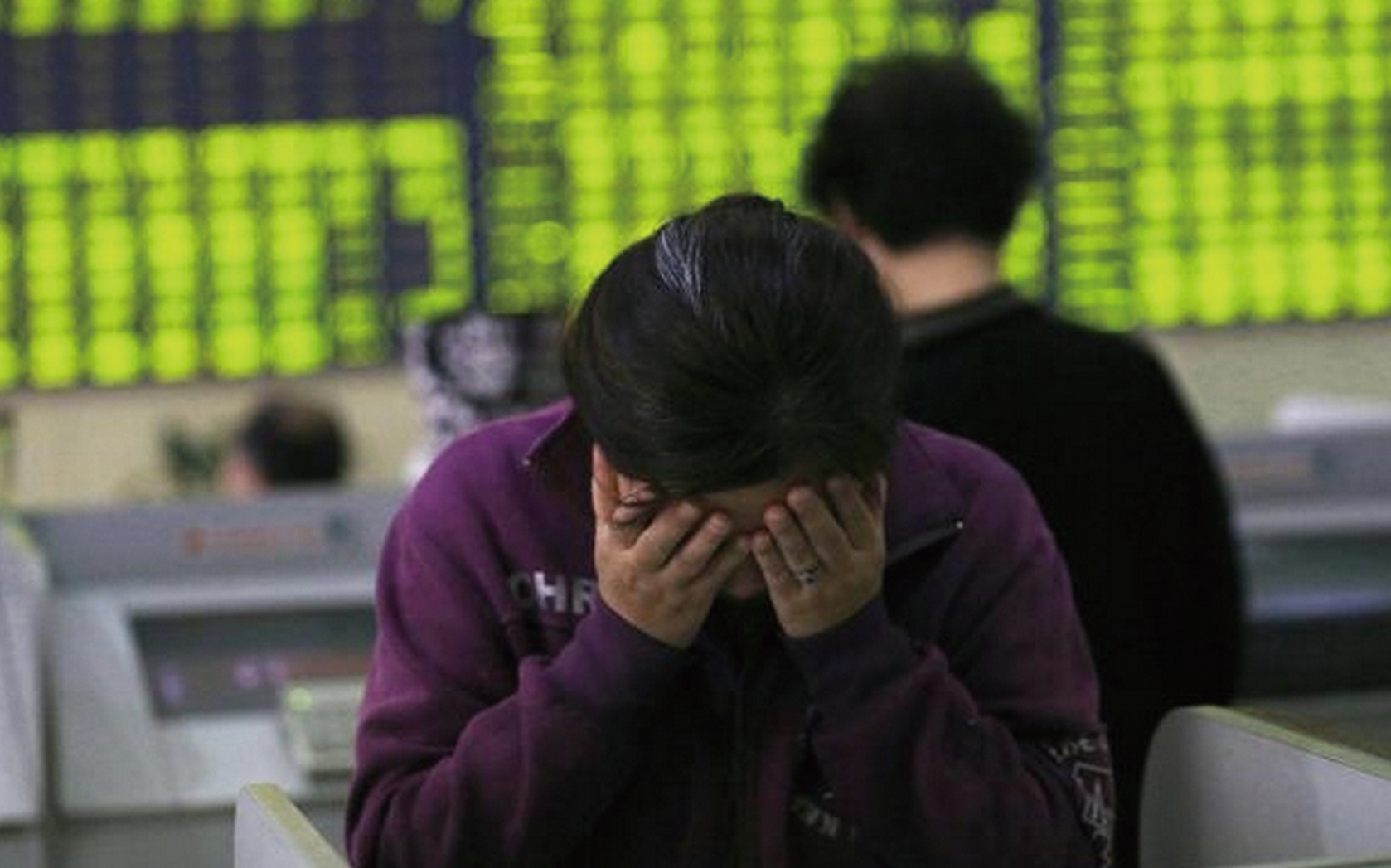 近期,大陸股市出現2宗借殼上市後暴漲暴跌的事件,中共治下的股市亂象引發關注。(網絡截圖)