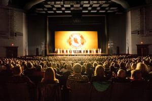 神韻大芝加哥周末加座再售罄 55老人組團觀看