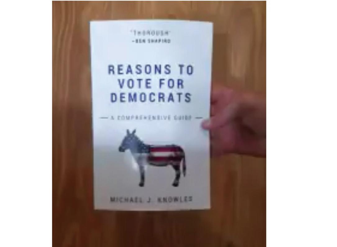 《投給民主黨的理由:綜合指南》全書空白,卻登上亞馬遜網站暢銷書榜首。(推特截圖)
