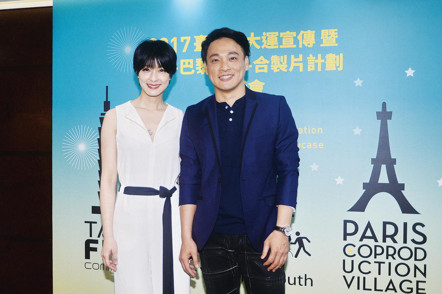 台灣藝人賴雅妍與東明相一同出席「台北-巴黎創投-合製片計劃」簽署儀式。(宋碧龍/大紀元)