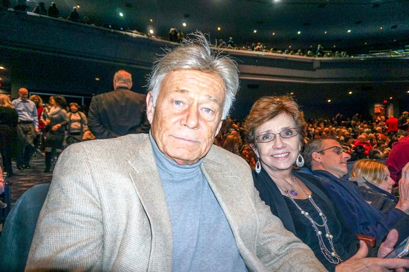 3月12日晚,北美最大塑料膜經銷商Plastic Film Corp老闆John Bittner觀看了神韻巡迴藝術團在芝加哥北郊羅斯蒙特劇院(Rosemont Theatre)的第5場閉幕演出。 (唐明鏡/大紀元)