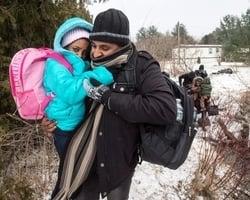 嚴寒下走九小時過美加邊境 偷渡者險喪命