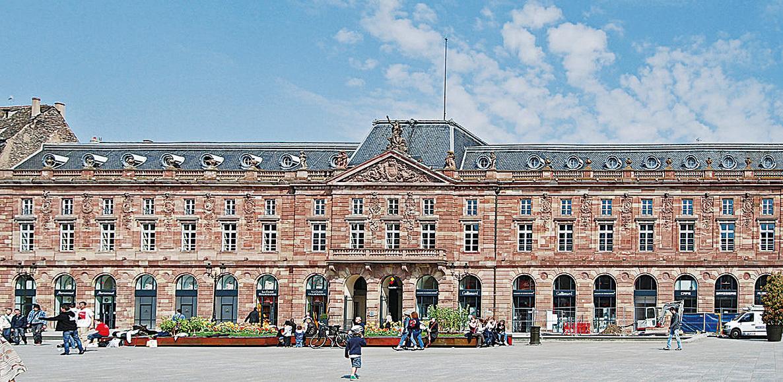克勒貝爾廣場上的黎明宮。(維基百科)