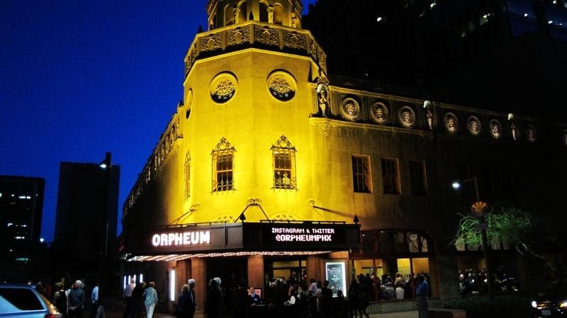3月14日晚,神韻國際藝術團在美國鳳凰城奧芬劇院(Orpheum Theatre)拉開了6天8場演出的序幕。(麥蕾/大紀元)