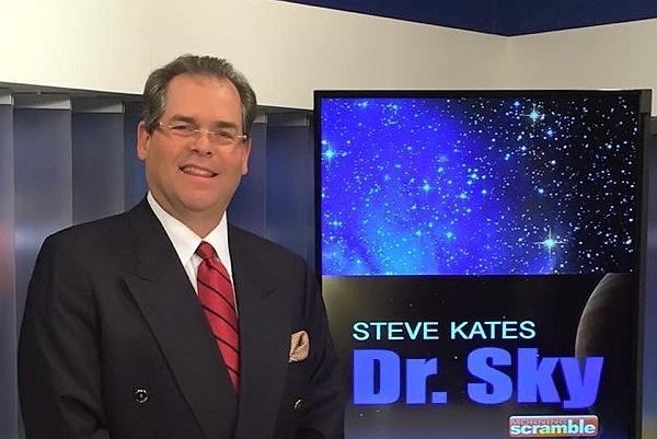 著名的「Dr.Sky」節目創始人Steven R. Kates先生3月14日觀看了神韻在鳳凰城的今年首場演出。(照片由Steven R. Kates提供)