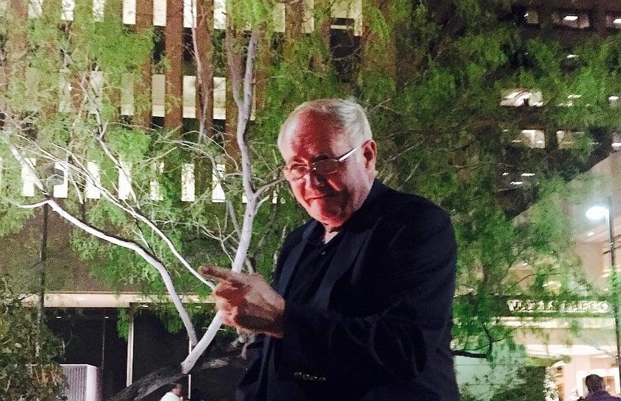 製片人Mike O'Connor先生3月14日觀看了神韻在鳳凰城的首場演出。(照片由Steven R. Kates提供)