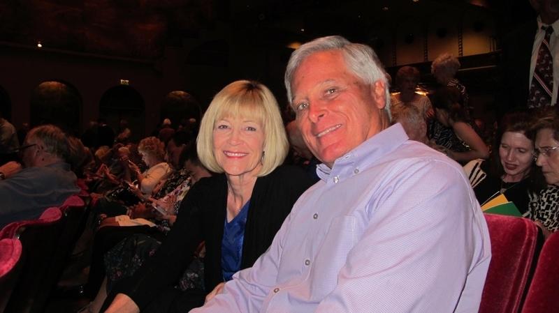 曾在Pennsylvania擔任新聞製作人的Barbara Bellitt女士和在美國著名生物醫藥公司BioReliance擔任副總裁的先生Dave Bellitt觀看了3月14日神韻在鳳凰城的首場演出。(麥蕾/大紀元)