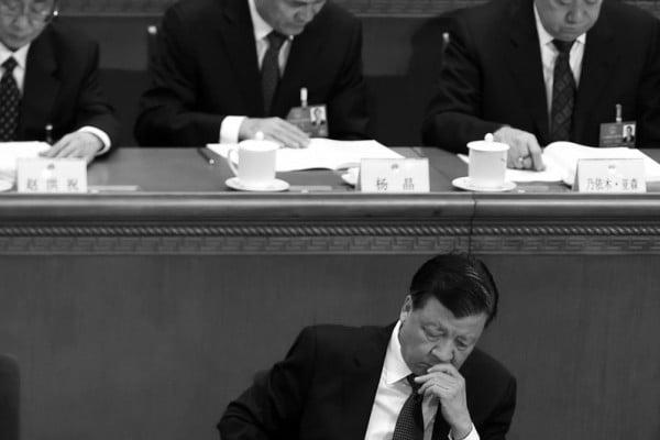 多方消息指,2015年大陸A股股災,是江澤民集團針對習近平發動的一場「經濟政變」,而劉雲山父子無疑是其中的操盤手。(WANG ZHAO/AFP/Getty Images)