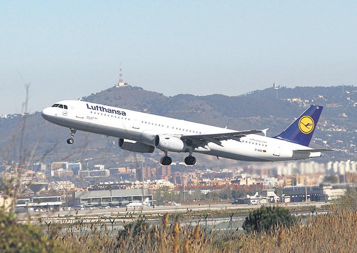 德國漢莎航空公司和機師工會今天說,雙方達成一項新協議,終結了幾年來有關薪資、退休金和工作的爭鬥。(QUIQUE GARCIA/AFP/Getty Images)
