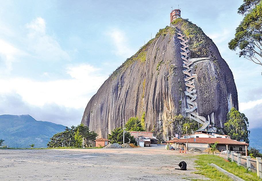 高聳的瓜塔佩巨岩。