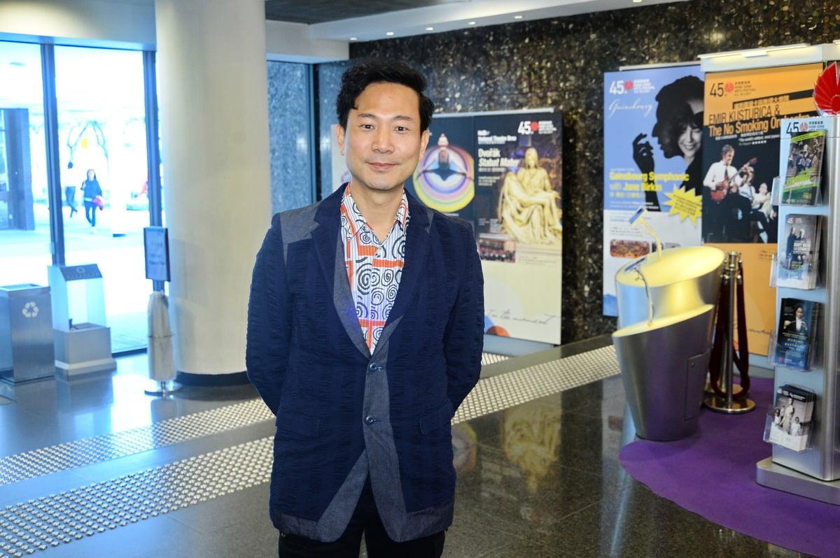 陳國邦說「其實我是舞台出世的,我是香港演藝學院畢業的,不過那是30年前的事了。舞台是我的家鄉,這麼多年來我從來沒有放棄過舞台!」。(宋碧龍/大紀元)