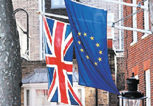3月13日,英國政府提出的脫歐議案在下議院和上議院獲得通過。首相文翠珊表示,英國3月底之前啟動正式脫歐談判的計畫已經「步入正軌」。(DANIEL LEAL-OLIVAS/AFP/Getty Images)