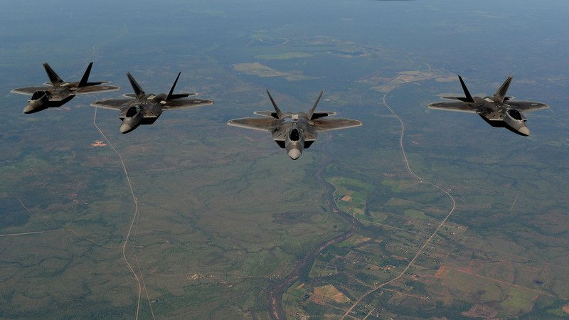 F-22猛禽戰鬥機編隊飛行。(美軍太平洋司令部官網)
