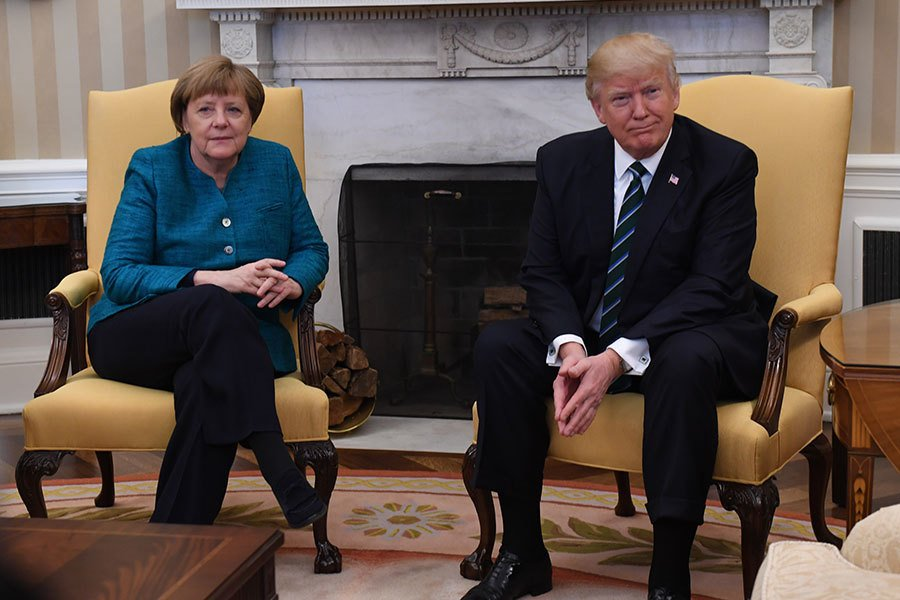 特朗普總統周五(3月17日)在白宮跟老對手德國總理默克爾首次見面。(Pat Benic-Pool/Getty Images)