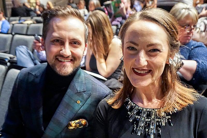 2017年2月16日晚,舞蹈家Kirsten Uttich和先生Zach Uttich一起觀看了神韻世界藝術團在芝加哥市的第四場演出。(唐明鏡/大紀元)