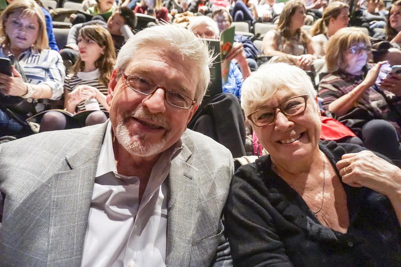 2017年2月17日晚,芝加哥著名爵士樂俱樂部常駐長號手Russ Phillips和太太Jeannie Lambert觀看了神韻世界藝術團在芝加哥市的第5場演出。(唐明鏡/大紀元)