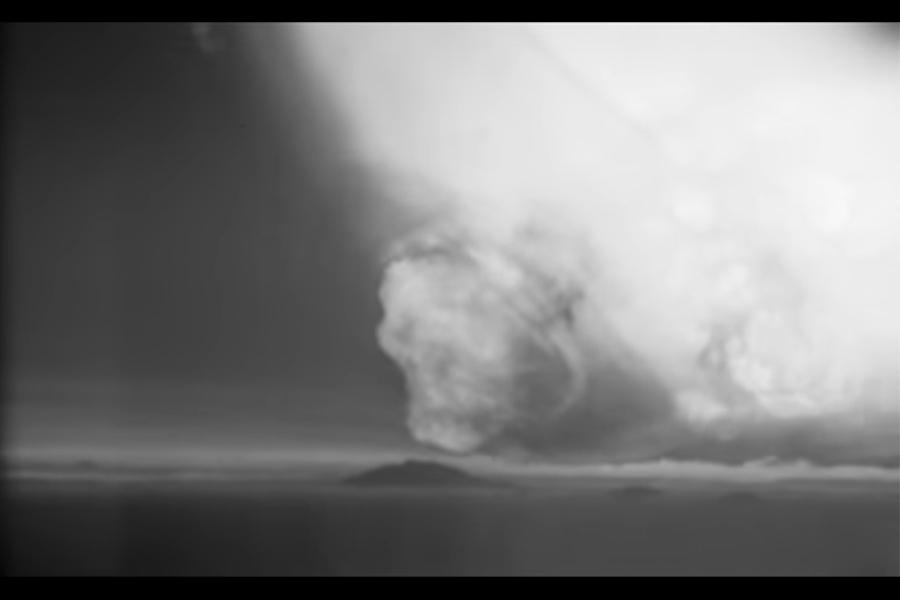 美國在冷戰時期進行過幾百次地上核試驗,圖為1958年的一次核試驗。(視像擷圖)