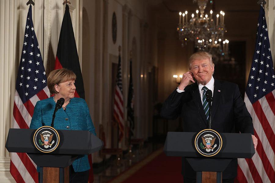特朗普周六(18日)發表推文說,他與德國總理默克爾的會談「很棒」,駁斥了媒體之前報道的「不和」,特朗普稱之為假新聞。(Justin Sullivan/Getty Images)