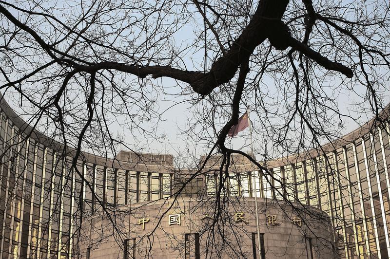 在美聯儲15日宣佈加息後,中共央行宣佈上調隔夜品種常備借貸便利(SLF)利率20個基點,有業界人士對中共央行的舉動感到意外。(China Photos/Getty Images)