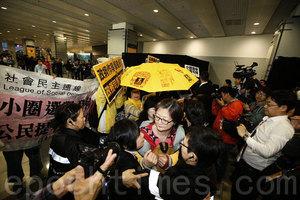 【特首選舉論壇】示威者圖衝入選委論壇