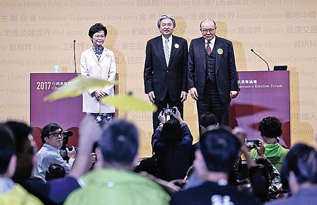 曾俊華和胡國興就著民望、辭職論、落區、政改等多項議題夾擊林鄭月娥。(潘在殊/大紀元)